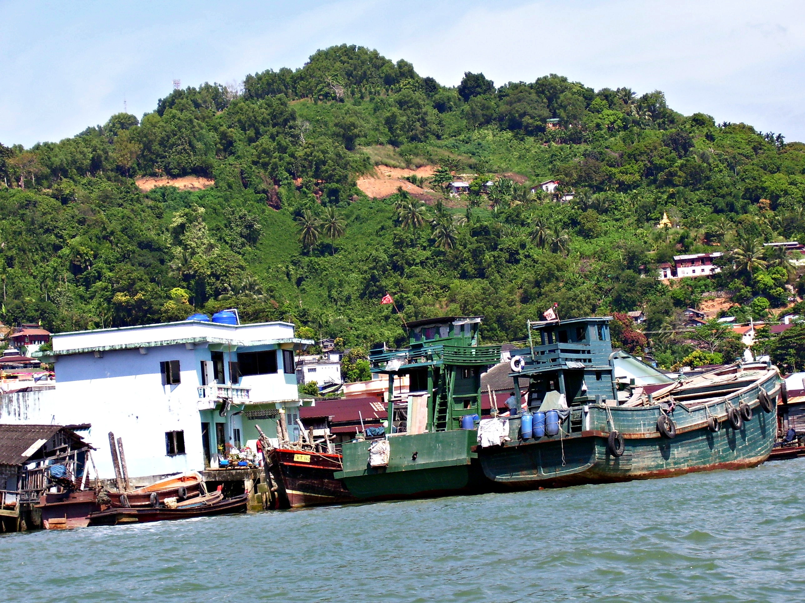 Travel to Myanmar: Kawthaung (Victoria Point) from my longtail boat