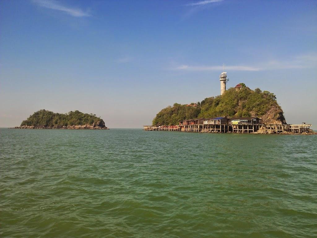 Langkawi to JB sailing blogs: Pulau Angsa.