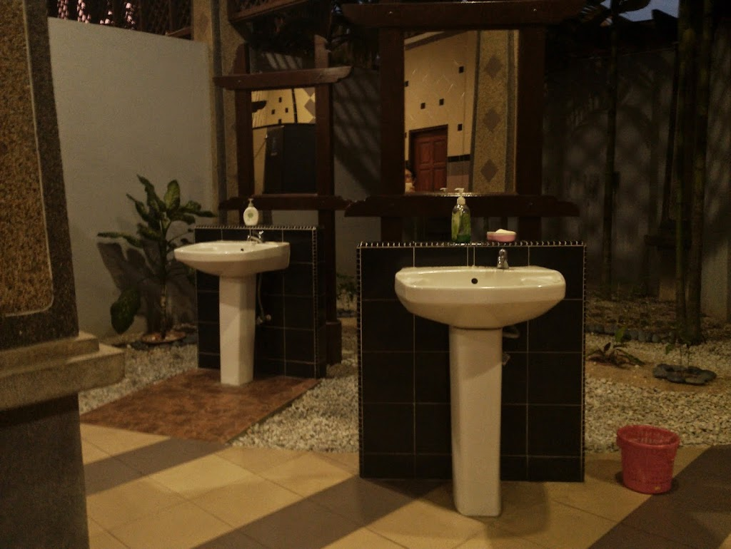 Langkawi to JB sailing blogs. Five star public toilets in Lumut.